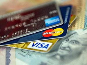 怎么用一张信用卡还另一张信用卡 以卡养卡可以吗